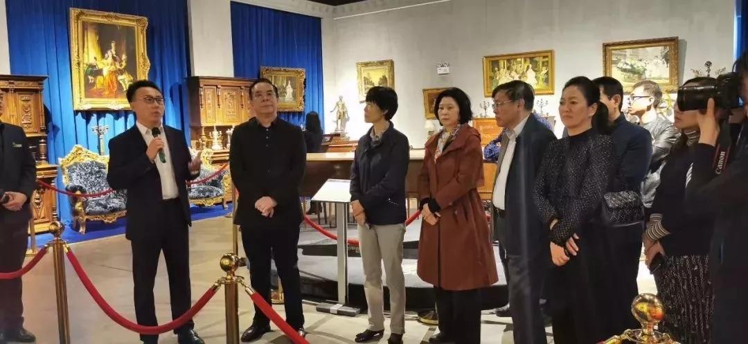 沈阳市政协党组书记、主席韩东太带领在沈的省政协委员一行走进世界音乐文化博物馆